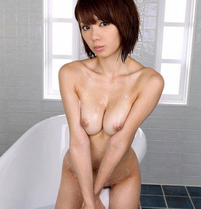 【寄せ乳エロ画像】前屈みで生乳寄せるとオッパイの魅力が最大限に!(21枚)