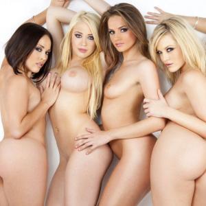 【外人エロ画像】裸の海外美女が集合してる複数ヌード画像!(25枚)