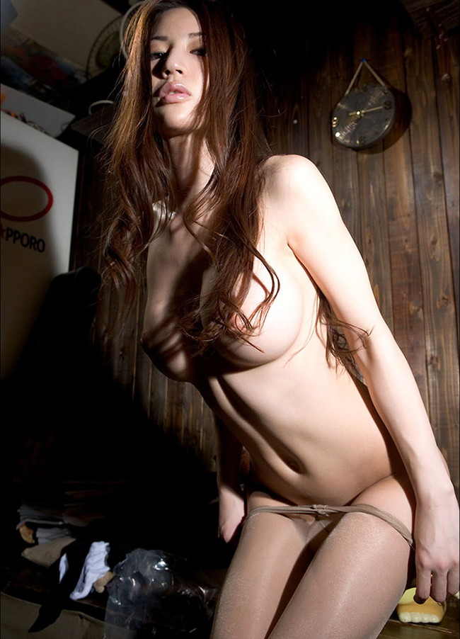 【グラマラスエロ画像】ゴージャスかつ華やかなボディーで男を翻弄するナイスバディな美女ヌード!(27枚)