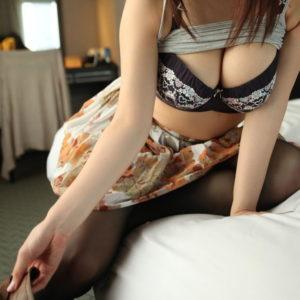 【谷間エロ画像】グラマラスな巨乳美女の谷間がゴージャスでお色気ムンムン!(25枚)