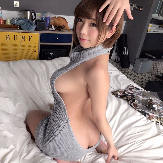 【横乳エロ画像】着衣から見えてる見えてないを楽しむ横乳チラリズム画像!(23枚)