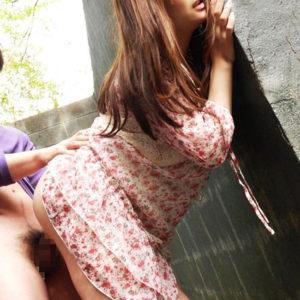 【青姦エロ画像】野外でハメてると羞恥心も煽られ興奮倍増!(45枚)