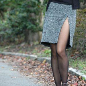 【スリットエロ画像】スカートのスリットから太ももがパンチラが露わになってるエロ画像!(23枚)