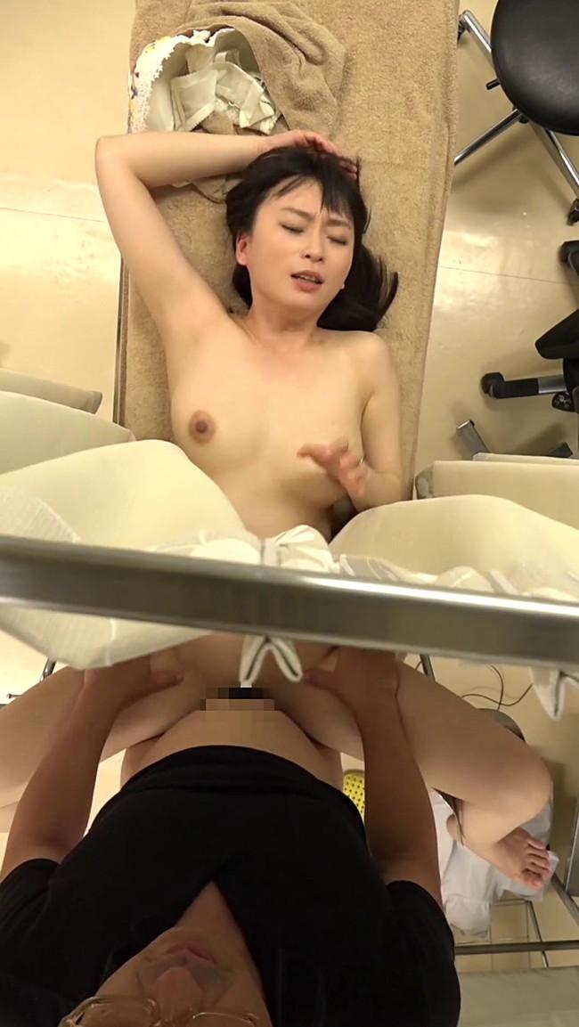 【分娩台エロ画像】産婦人科で診察がこんなにもエロいなんて…(19枚)