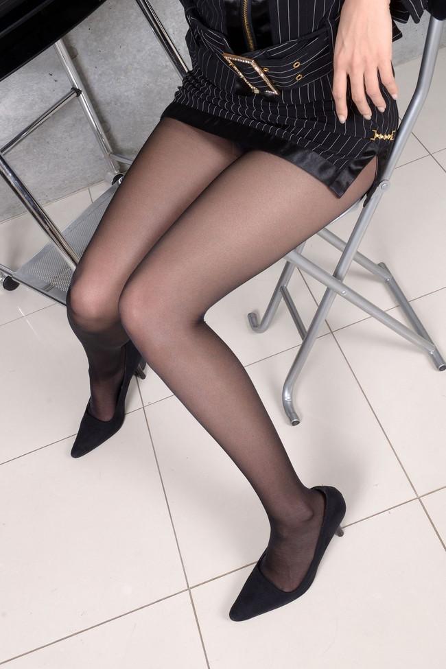【太ももエロ画像】ストッキングやニーソックス履いてる太ももの画像!(28枚)