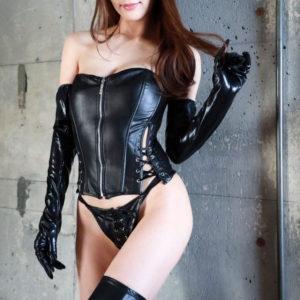 【ボンデージエロ画像】黒いボンデージが妖しく光るお姉様達にしごかれてみたい!(22枚)