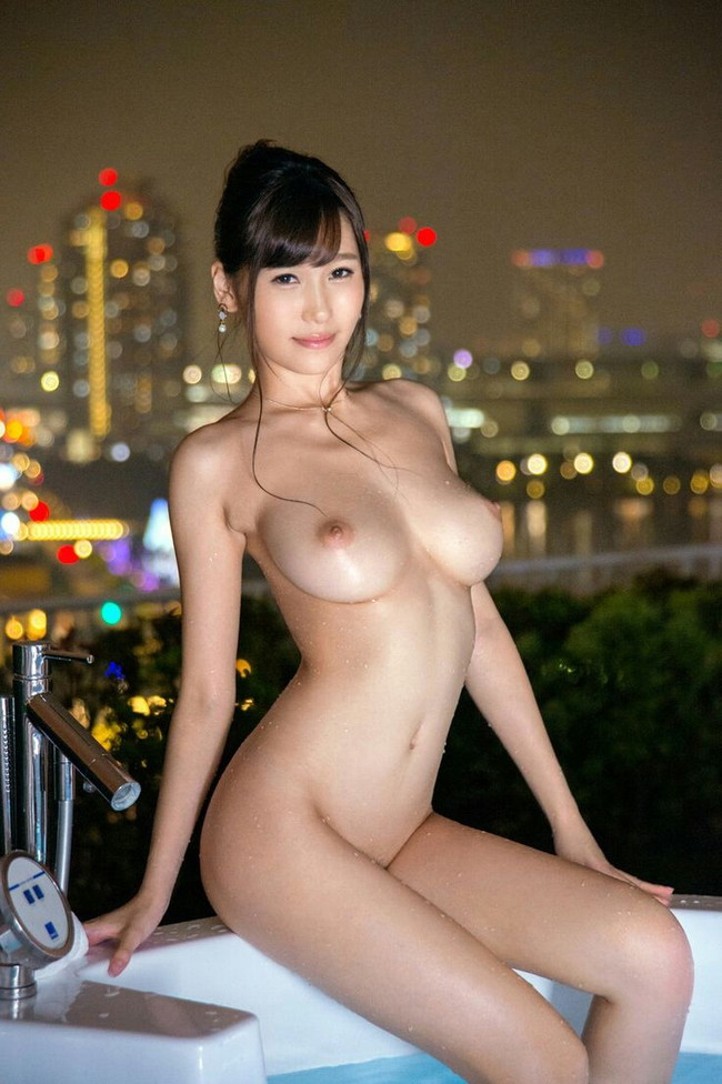 【ヌードエロ画像】夜景が色気と美しさを引き立ててる裸の画像!(16枚)