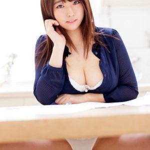 【まんすじエロ画像】白いパンティーから浮き出るエッチなマン筋!(24枚)