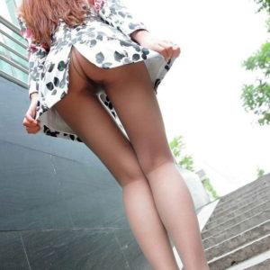 【ノーパンエロ画像】パンツを穿かないとお股がスースーするに違いない!(17枚)