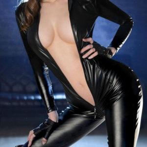 【キャットスーツエロ画像】黒い着衣から見える白肌がソソる美女(20枚)