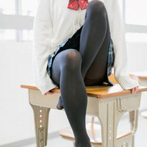 【黒タイツエロ画像】寒い時期は厚着になるけどそれなりに楽しみがある!(20枚)