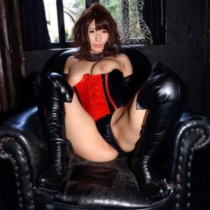 【ボンデージエロ画像】赤や黒に光るエナメルがセクシーな女王様(30枚)