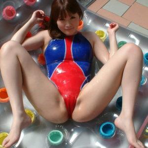 【マンスジエロ画像】布地の上から筋を指でなぞりたい!(30枚)