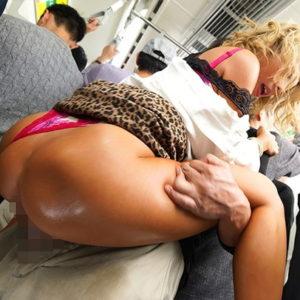 【駅弁エロ画像】抱えながらの激しいピストンで男の逞しさを伝える(30枚)