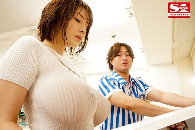 【着衣エロ画像】服を着ていても興奮してしまう淫乱美女!(20枚)