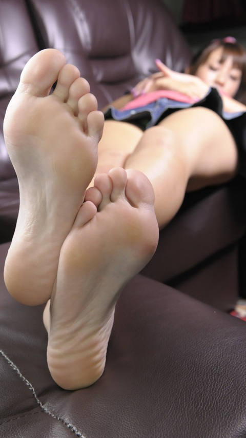 【足裏エロ画像】足の裏を見るとイタズラしたくなっちゃうよねw(20枚)