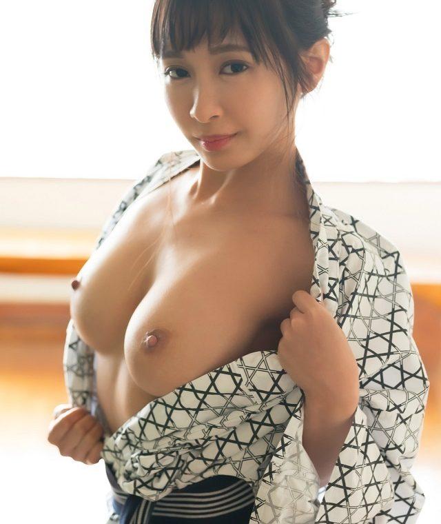 【和服エロ画像】着衣がはだけて露出した肌が艶めかしい美女(20枚)