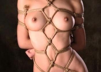 【緊縛エロ画像】縄での縛られ方がおっぱいをより強調させるために縛られたようなドMお姉さん達!(31枚)
