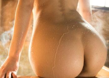 【濡れ尻エロ画像】水滴弾く美尻に感じる極上のエロス!(30枚)