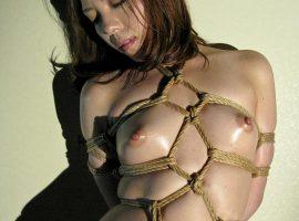 【緊縛エロ画像】熟女の熟れた体に食い込む縄が勃起を誘う!?(25枚)